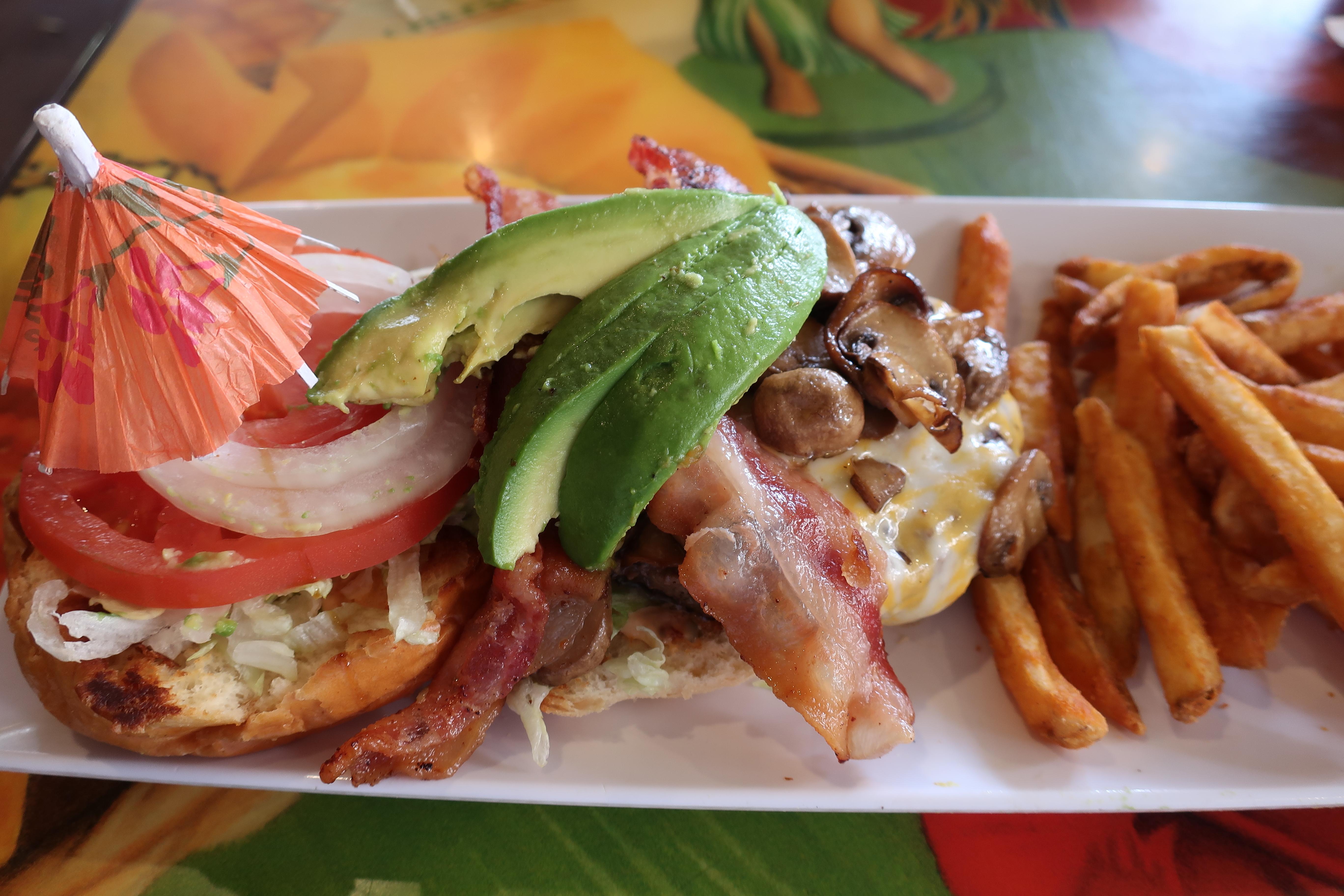 【ハワイ⑦】チーズバーガーインパラダイスで本格チーズバーガーを食べよう!(系列店舗比較&失敗から学ぶ注文方法)